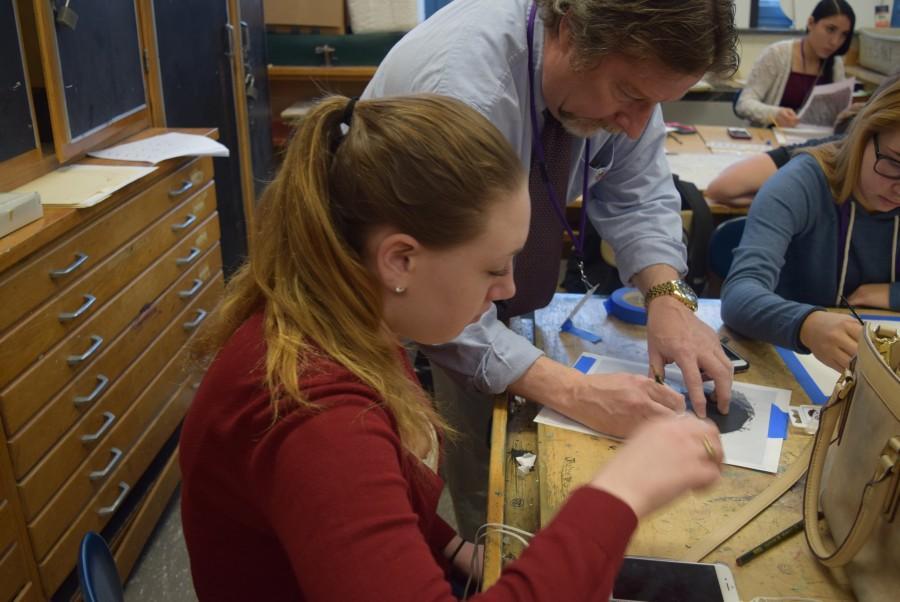 HHS+Art+Teacher+Bill+Greaney+helps+a+student.+
