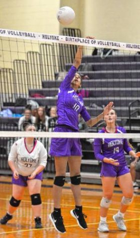 14-1 Holyoke Girls Volleyball Hosts Central Tonight in Rematch of Top Two Teams